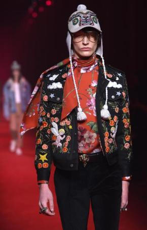 A model presents a creation from the Autumn/Winter 2016 menswear collection by label Gucci during the Milan Men's Fashion Week, in Milan, Italy, 18 January 2016. The Milano Moda Uomo runs from 15 to 19 January. ANSA/DANIEL DAL ZENNARO